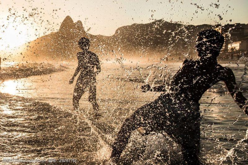 人物高清图片飞溅的浪花
