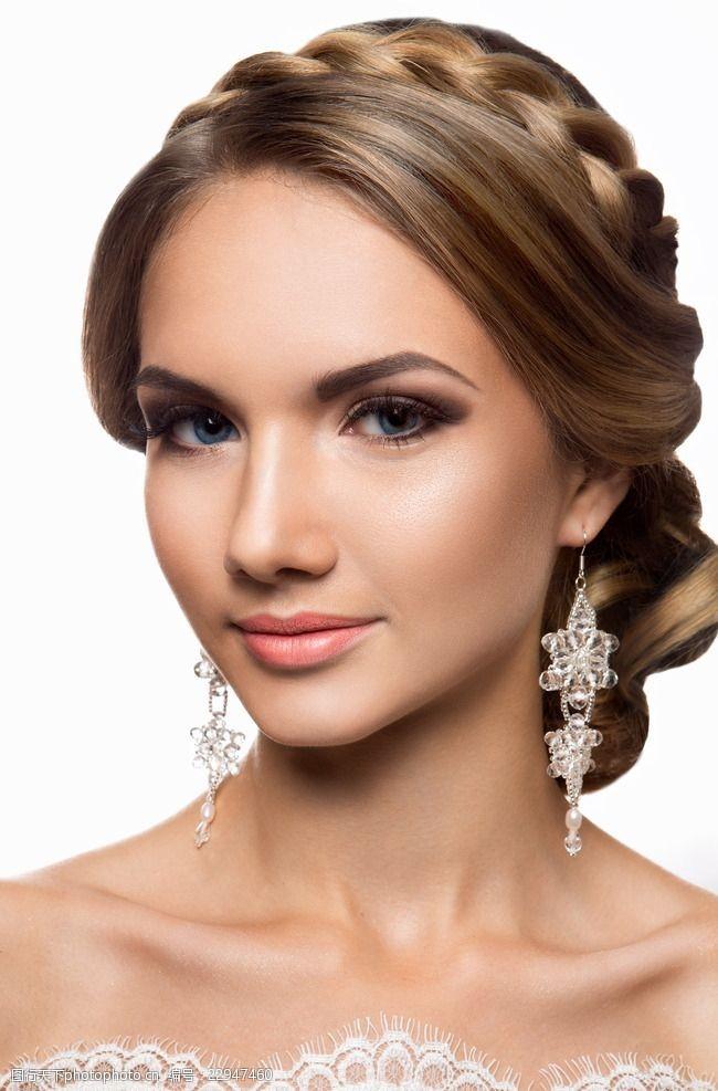 盘头发韩式新娘发型